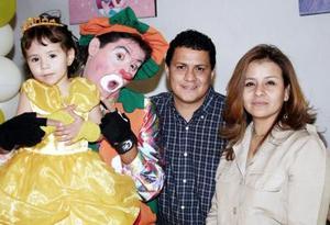 Juan Manuel Saucedo Hernández y Rocío Camacho Galván festejaron a su hijita Carolina Saucedo Camacho, con un divertido convivio infantil con motivo de sus tres años de vida.