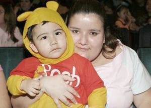 Olga Cervantes con su hijo José Cervantes.