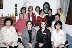Lourdes García celebró su cumpleaños con ameno convivio, acmpañada por un grupo de amigas y familiares