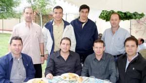 Florencio Gil García celebró su cumpleaños en compañía de sus amigos.