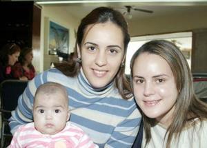 Marcela, Brenda de Villalobos y Ana Villalobos, en reciente festejo.