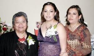 12 de marzo 2005  María Teresa Salinas Morales acompañada de las anfotrionas de su fiesta de despedida de soltera Claudia Salinas y María Teresa Morales