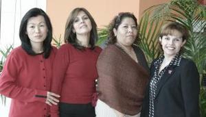 Lina Huang, Roxana Ávalos, Lucy Silveyra y Cecy Ávalos.