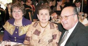 Lucía Lavín de Pujol, Martha Amarante de Pérez y Javier Pérez.