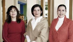 Martha Gutiérrez, Lourdes de López y Claudia de Habib.