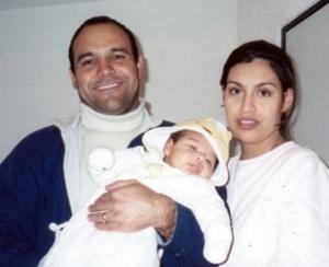 Javier Óscar Trigo Favila y Rocío Salas Chávez, con su pequeña Chelsea Trigo Salas.