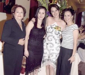 Raquel Pámanes con Ana María Vargas, Rebeca Pámanes y Rocío Muñoz.