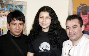 Arturo Hinojosa, María Gabriela Epumer y Arturo Dena.