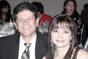 José Alfredo González y Anabel de González.