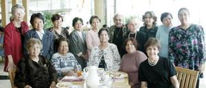 <b>13 de marzo 2005 </b> <p>  Rosa María, María Gloria, Josefina, Guillermina, Soledad, Peegram, Alicia, Graciela, María Eugenia, Juanita, María de la Luz, Alicia, Rocío, Magdalena y Lucero celebraron el Día Internacional de la Mujer