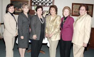 <b>14 de marzo 2005 </b> <p>  Alejandra de Maucouzet, Rocío de Juan Marcos, Lucila de Hernández, Bertha de Berlanga, Alicia de Villarreal y Griselda de Obeso fueron algunas de las festejadas.