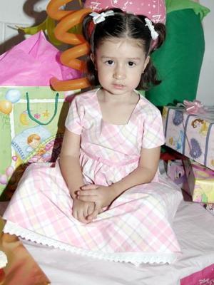 La pequeña Paola Rodríguez Ortiz cumplió tres años de vida, y los celebró con una bonita fiesta infantil.