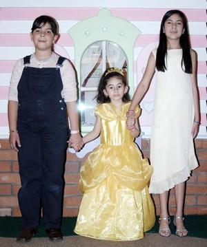 <b>13 de marzo </b> <p>  Natalia Estefanía Rodríguez Herrera disfrutó de una divertida piñata, acompañada por sus familiares y amiguitos