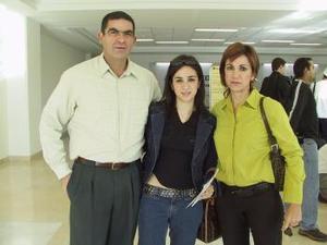 Dora Martínez viajó a Valencia, España y fue despedida por Gilberto y Dora Martínez.