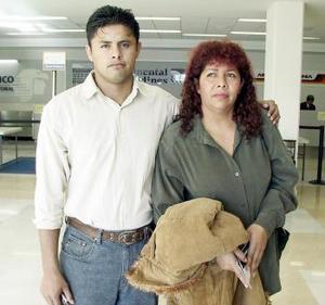 Rosa Edilma Corona y Zarudy Coss Corona viajaron a la Cuidad de México.