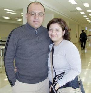 Lourdes Dávila viajó con destino a París y la depidió Jorge Cabrera.