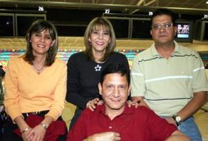 <b>16 de marzo 2005</b> <p> Nadia y Laila Chamut, Guillermo y Víctor Urista.