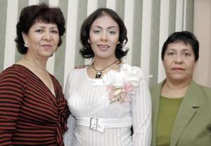 Graciela Sánchez y Aída Sánchez, le organizaron una despedida de soltera a Alejandra Sánchez Rentería