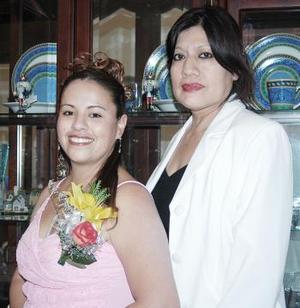 Isela Marisol Duarte disfrutó de una despedida de soltera qu ele ofreció su tía, Emilia García Reyes.