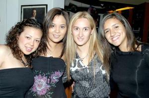 Adriana Pastrana, Graciela de Castillo, Alejandra Castillo y Samanta de Cariño.
