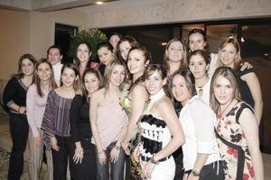 Numerosas felicitaciones recibipo Brenda Madero Martínez de sus amigas en el festejo pre nupcial que le organizaron.