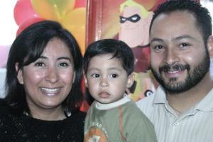 <b>15 de marzo </b> <p> Patricio Soria Castrijón junto a sus papás Patricio Soria y Alicia Castrejón Torres