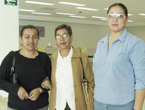 <b>16 de marzo </b><p>    María Cristina Cepeda viajó a Tijuana y fue despedida por Iris Nava y Judith Ramírez.