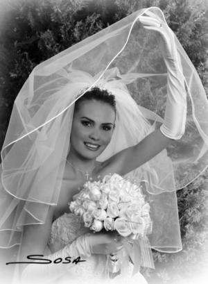 Lic. Ana Arcángel Frisbie Lozano el día de su boda con el Sr. Héctor Hugo González Suárez