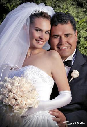 Ing. Héctor Hugo González Suárez y Lic. Ana Arcángel Frisbie Lozano contrajeron matrímonio religioso en la parroquia de San José el 26 de febrero del  2005.