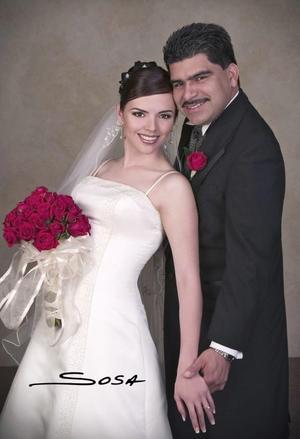 Sr. Édgar Ceballos Sánchez y Srita. Ruth Carina Muñoz Castilla recibieron la bendición nupcial en la parroquia del Santo Cristo el 19 de febrero de 2005