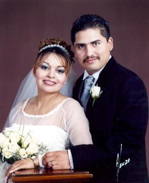 Sr. Israel Valenzuela Vallejo y Srita. Ana Luisa Cervantes Aguilar recibieron la bendición nupcial en la capilla de la Resurrección del Centro Saulo el sábado 19 de febrero de 2005.