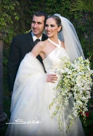Sr. Jorge Batarse Talgíe y Srita. Miriam Martínez Guzmán contrajeron matrimonio religioso en la parroquia de Nuestra Señora de la Virgen de la Encarnación el sábado 26 de febrero de 2005.
