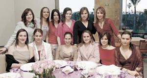 Feliz, lució Yasmín Gutiérrez Mansur en su despedida de soltera, la acompañaron sus amigas.