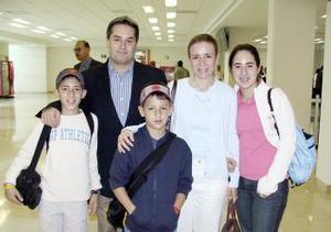 Fernando Royo, Andrés, Lupita, Cecy y Fernando viajaron a Miami.