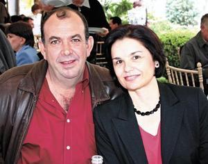 Luis Garza y Vivi R. de Garza