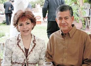 Maria Teresa de Cantú y Rene Cantú