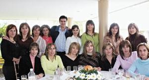 <I>CUMPLEAÑOS AL ESTILO CAMPESTRE</I><P>José Ángel Pérez y sus invitados