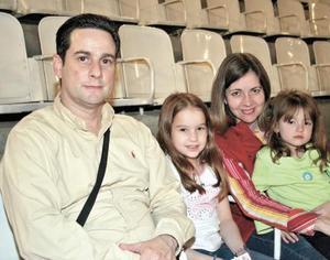 Gilberto Treviño, Giovanna Treviño, María Aurora Villarreal y Ana Paula Treviño