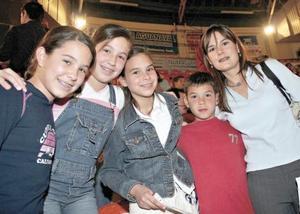 <I>GALA DE GIMNASIA</I><P>Ángela Murra, Lorena Murra, María Ceniceros, Mauricio Ceniceros y Angélica de Ceniceros