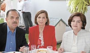 Ruperto García Peña, Silvia Murra de García y Cristina Escamilla de Morales