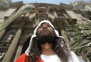 Los peruanos son otra comunidad del mundo que celebran de manera especial la Semana Santa.