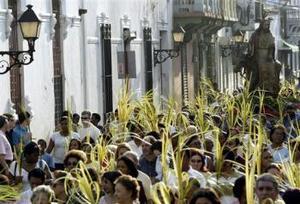 Celebran el Domingo de Ramos en Santo Domingo.