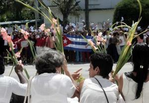 DOMINGO DE RAMOS EN EL RESTO DEL MUNDO <P> Los cubanos presenciaron por las calles de la isla el recorrido de Jesús para llegar a Jerusalén.