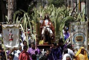 DOMINGO DE RAMOS EN LA CAPITAL MEXICANA <P> Un lugar muy característico debido a las actividades que se desarrollan durante la Semana Santa es Iztapalapa en México.