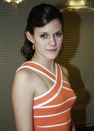 <b>19 de marzo 2005</b> <p> Paulina Izaguirre Rodríguez, captada en pasado convivio.