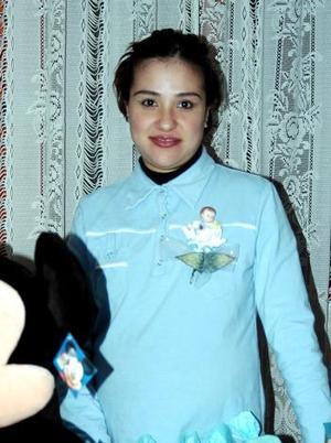 Iliana Nájera de Sandoval captada  en la fiesta de canastilla que le organizaron.