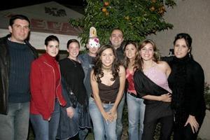 Flor Gallardo, Hanan Halil, Zuleika martínez, Alison Kerr, Miguel Baert, Javier García, Arturo Banda, Gio Iza y Lulú Flores.