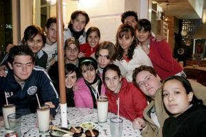 <b>19 de marzo 2005 </b> <p> Paco, Vicky, Cecy, Sandra,Enrique, Miguel, Susa, Angélica, Juan Ángel,Valeria, Hernán, Ana Laura, Andrés, Ana Luisa y David.