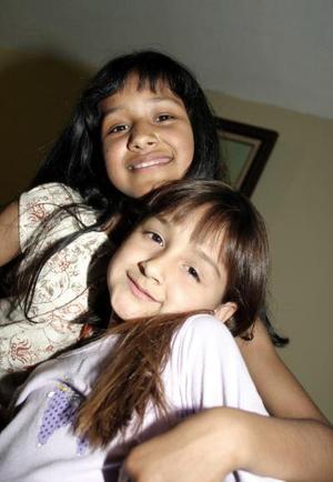 Karen y Cassandra Pizarro.