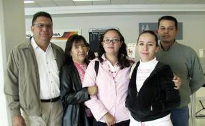 Luis Posada, Dolores Mesta, Nancy Posada y Karina Posada, viajaron a San Diego y los despdidió Alberto Reyes.